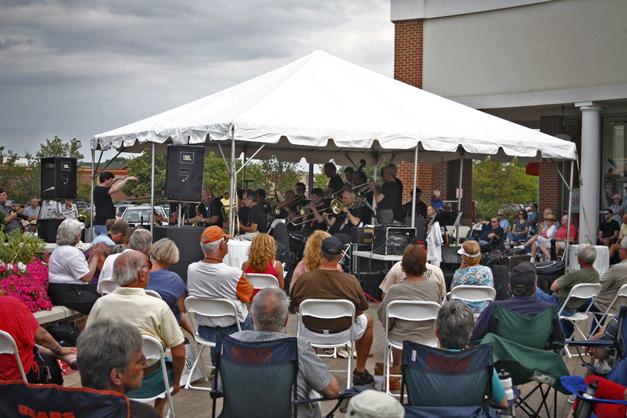 Deer Park Town Center Jazz Patio