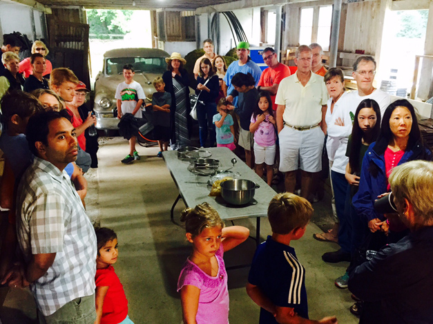 The Gentleman Farmer Hosts Honey Harvesting Event