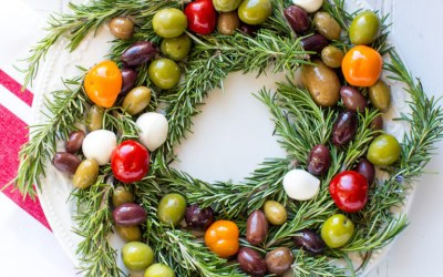 Cooking with Heinen's | Olive, Cheese & Rosemary Wreath with Smoked Salmon Baguettes