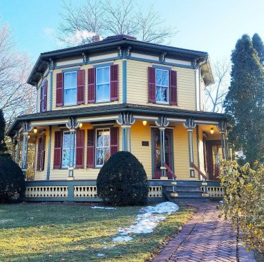 NoonDaily - Barrington Octagon House - The American Home