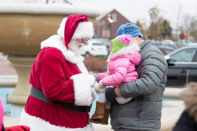 Santa Returns to Arboretum of South Barrington - 2