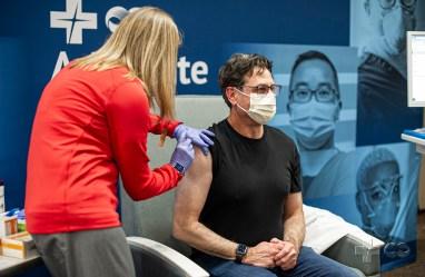 Advocate Aurora Health's Dr. Robert Citronberg Receives 1st Dose of COVID-19 Vaccine