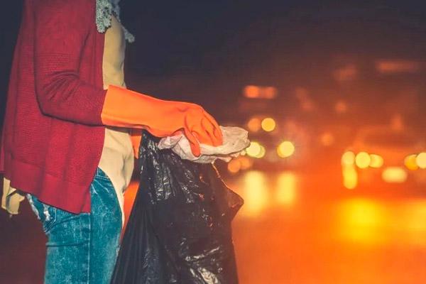 왜 쓰레기 패키지를 다른 사람에게 견딜 수 없습니까?