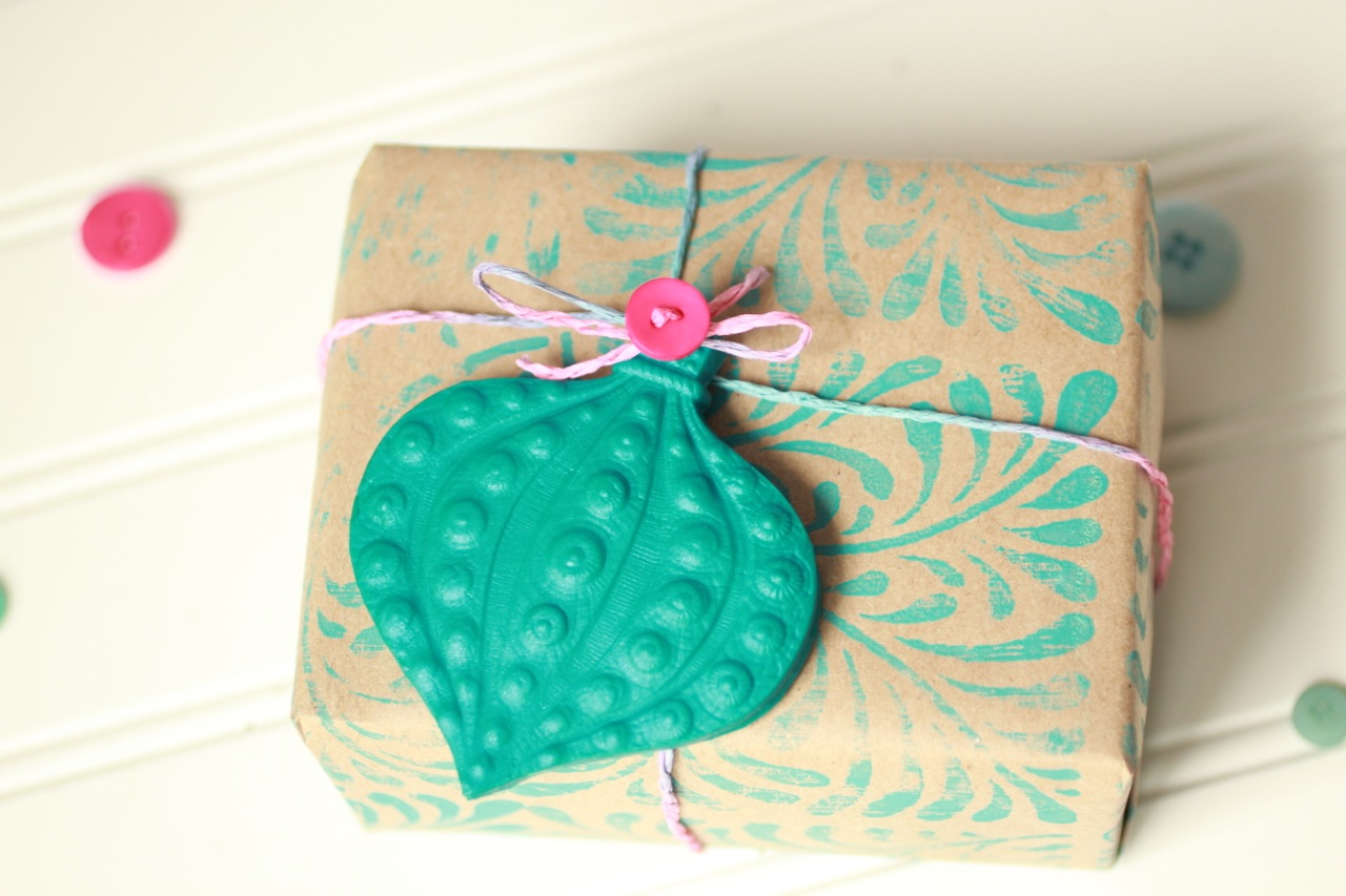 Homemade christmas gift wrap ideas for Christmas craft wrapping paper