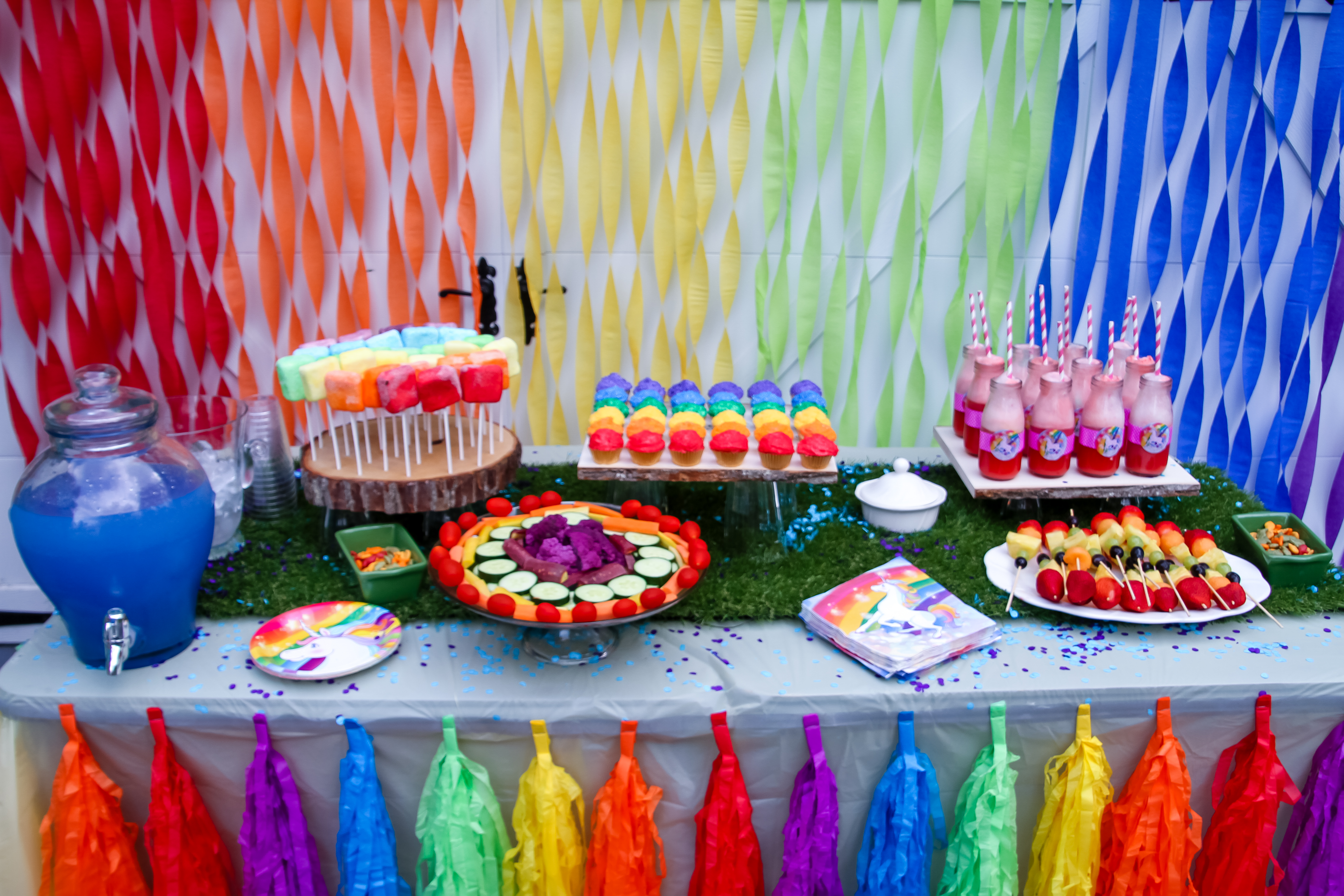 The Birthday Girl Was Very Pleased With Her Unicorn Rainbow Party We Decked Main Table Out In Everything That Could Think Of
