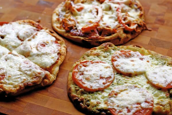 BBQ Chicken Flatbread pizzas are different from a traditional pizza but oh so delicious   365 Days of Easy Recipes