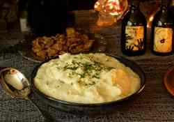 Creamy and cheesy, these parmesan mashed potatoes are perfect for Thanksgiving, Christmas or an easy dinner recipe | 365 Days of Easy Recipes