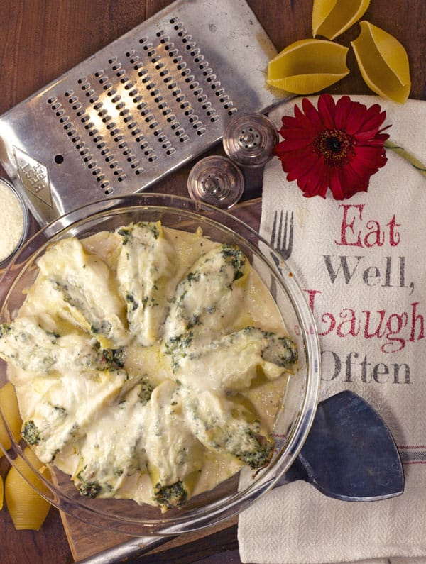 Stuffed pasta shells with ricotta, spinach & bacon are a delicious meal for batch cooking, freezer meal and even an elegant dinner party | 365 Days of Easy Recipes