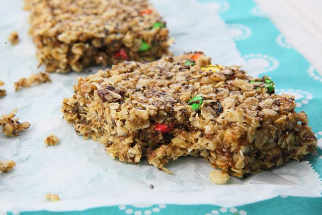 Healthy Homemade Granola bars - the perfect lunch box snack for school