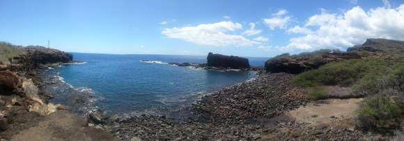Panoramic of the shore and Kaneapu Rock.