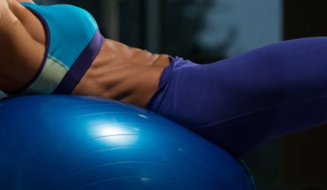 exercise-ball-crunches