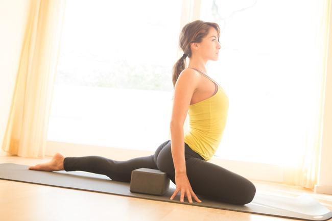 Yoga Block Sit