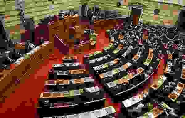 Βουλή: κατατίθεται η τροπολογία για την κατάτμηση πέντε δήμων