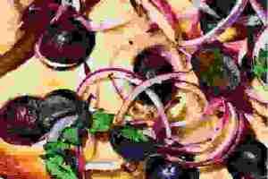 Φοκάτσια με κρεμμύδι και σταφύλι: Η συνταγή που συνδυάζει έντονες και γλυκές γεύσεις!
