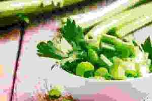 Πώς να φάω το σέλερι; 3 διαφορετικοί τρόποι να καταναλώσεις αυτό το ευεργετικό λαχανικό