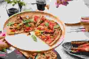 Φτιάξε vegan πίτσα με πίτα socca από ρεβύθια (σούπερ νόστιμη, με λίγες θερμίδες γεμάτη πρωτεΐνη) - Shape.gr