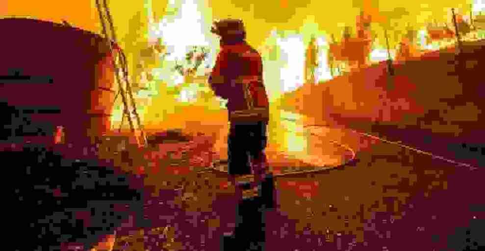 Πορτογαλία: Χωριά απειλεί η πύρινη λαίλαπα - Πάνω από 900 πυροσβέστες στη μάχη με τις φλόγες - Ειδήσεις - νέα - Το Βήμα Online