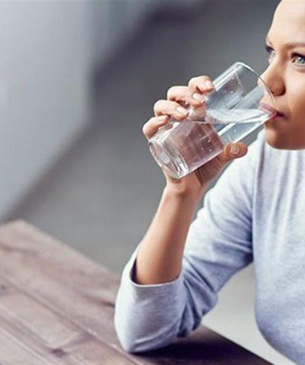 Πόσο νερό πρέπει να πίνουμε ανάλογα με το βάρος μας