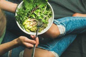 Τι ισχύει πράγματι για το φαγητό αργά τη νύχτα