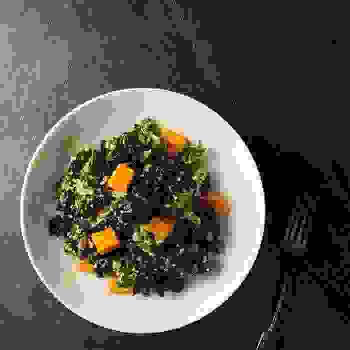 Σαλάτα με ψητές γλυκοπατάτες και λαχανίδα, έτοιμη σε 30' - Shape.gr