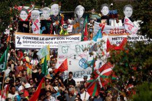 G7: Χιλιάδες διαδηλωτές στα γαλλικά σύνορα – Οργή για τις πυρκαγιές στον Αμαζόνιο