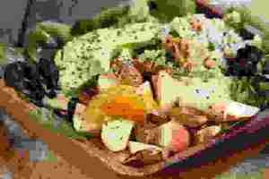 Detox vegan σαλάτα με κινόα και φρούτα ιδανική για αποτοξίνωση - Shape.gr