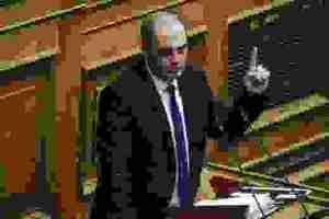 Βελόπουλος: Δεν πρέπει να ψηφιστεί ο αντικαπνιστικός νόμος