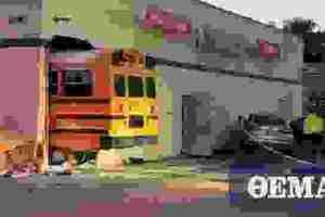 ΗΠΑ: Σχολικό λεωφορείο με 23 μαθητές «μπούκαρε» μέσα σε κατάστημα