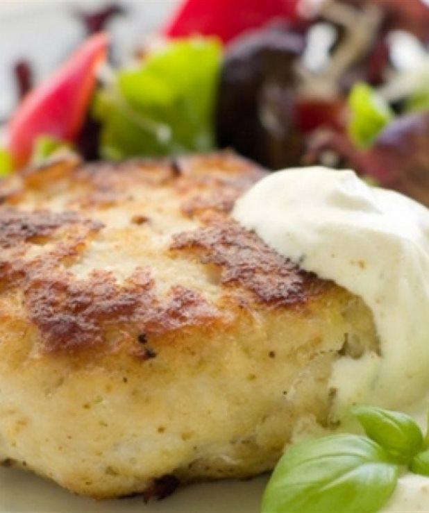 Μπιφτέκια κοτόπουλου με σάλτσα φρέσκου τυριού