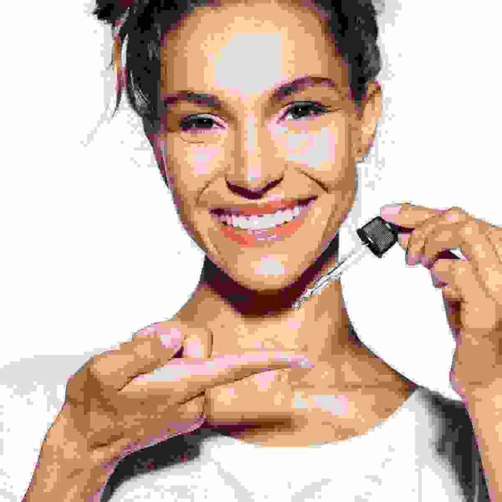 Καστορέλαιο στα μαλλιά, στα φρύδια, στις βλεφαρίδες, στα χείλη: Tα οφέλη και πώς θα το χρησιμοποιήσεις - Shape.gr