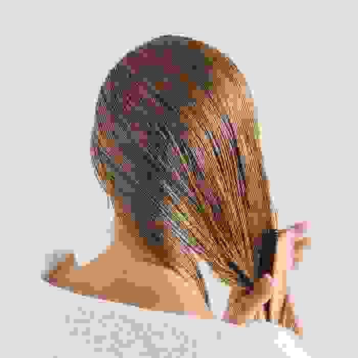 Τι να κάνω για τα ξηρά μαλλιά; Η περιποίηση και το styling από την beauty editor - Shape.gr