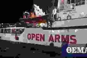 Open Arms: Με τραγούδια αποβιβάστηκαν στην Ιταλία 62 μετανάστες