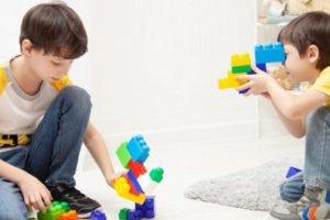 Απασχόληση παιδιών με μαγειρική και παιχνίδια με κίνηση
