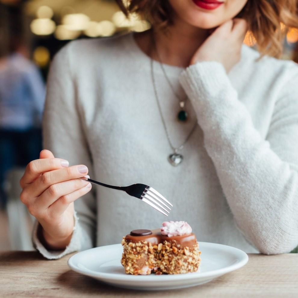 Κάθε πότε είναι υγιεινό να τρώμε γλυκό; Πώς να τα εντάξω στη δίαιτα; - Shape.gr