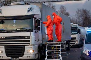 Κοροναϊός : «Φρένο» και τις μεταφορές προς την Ευρώπη – Σαν «σιδερένιο φίδι» κινούνται τα φορτηγά