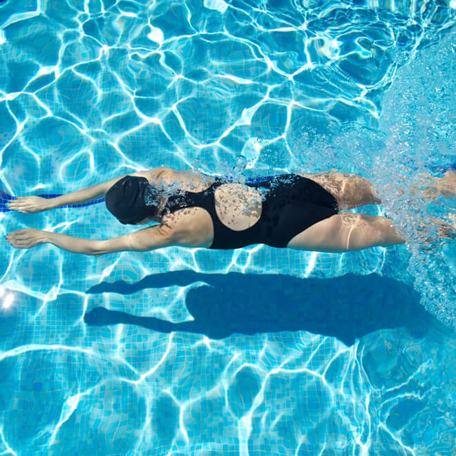 Γρήγορο κολύμπι: 3 κανόνες από την προπονήτρια για να κολυμπάς σαν επαγγελματίας - Shape.gr