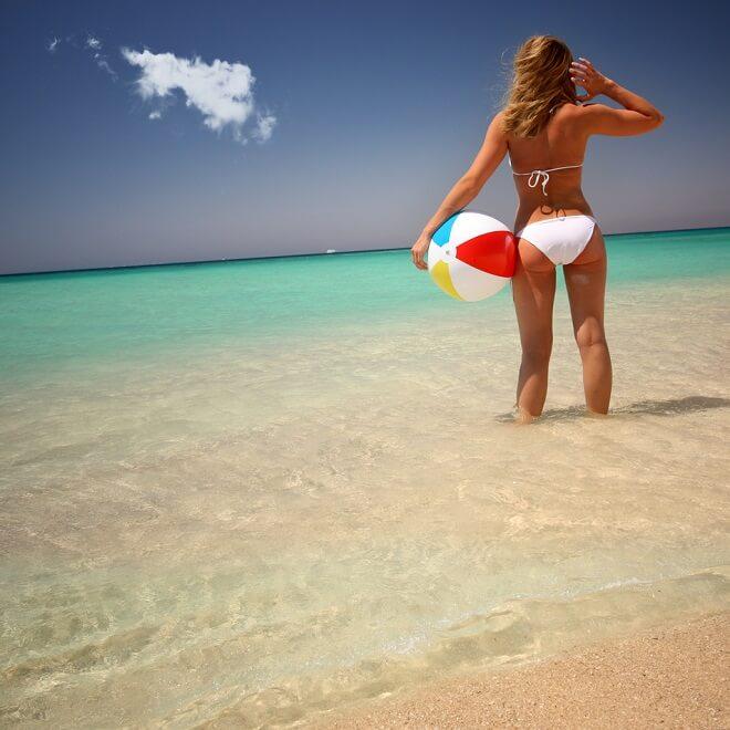 Γυμναστική στη θάλασσα: Κάνε τις ασκήσεις στο νερό και σμίλεψε το σώμα σου - Shape.gr