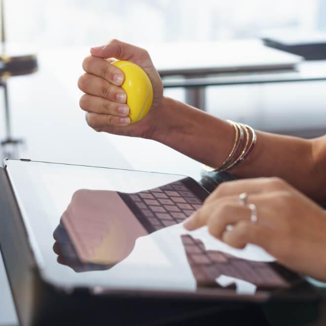 Δυνάμωσε τους καρπούς των χεριών με 3 κινήσεις - Shape.gr