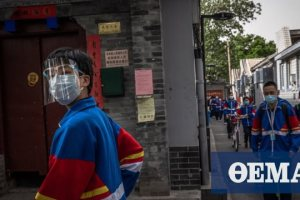 Κορωνοϊός – Κίνα: Με ηλεκτρονικά βραχιόλια επιστρέφουν στα θρανία οι μαθητές