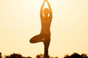 Στάση όρθιου διαλογισμού: Κάνε την άσκηση που γυμνάζει χωρίς να κάνεις τίποτα! - Shape.gr