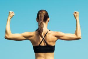 3 ασκήσεις τρικεφάλων για γυναίκες από την personal trainer Χριστίνα Μαυρίδου - Shape.gr