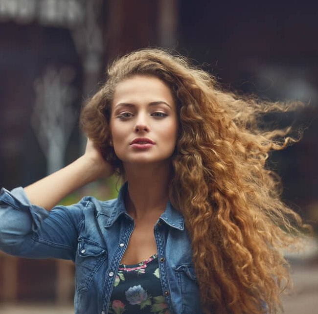 7 hair tricks που θα πρέπει να έχεις μάθει μέχρι τα 30 - Shape.gr