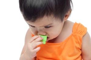 Βίντεο: Τι να κάνεις αν πνίγεται το μωρό ή το παιδί: Οι κινήσεις για πρώτες βοήθειες στην πνιγμονή παιδιών - Shape.gr