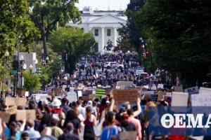 Διαδηλώσεις στις ΗΠΑ: Μεγάλη συγκέντρωση έξω από τον Λευκό Οίκο - 1.600 στρατιώτες στην Ουάσινγκτον