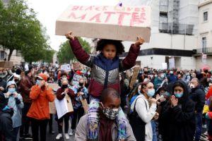 Λονδίνο: Διαδήλωση για τον θάνατο του Τζορτζ Φλόιντ  – Επεισόδια με έφιππους αστυνομικούς