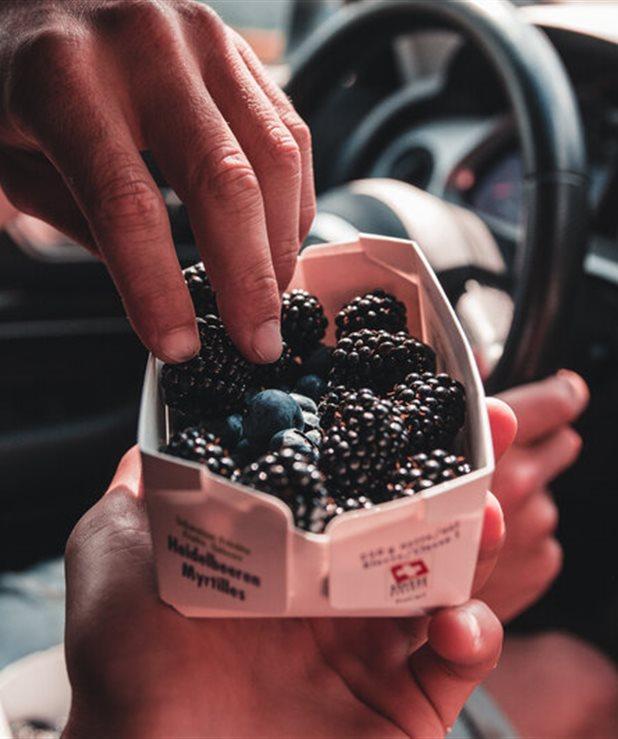 Οι 4 χειρότερες τροφές που μπορείς να φας όταν ταξιδεύεις