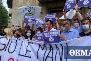 Σαλβίνι: Κάτω τα χέρια από την Αγία Σοφία - Έκανε διαδήλωση έξω από το τουρκικό προξενείο στο Μιλάνο