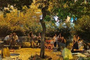 """Σαν πικ-νικ με κρασί: Νέο wine bar σε ένα """"κρυφό"""" παρκάκι στην Ακρόπολη"""