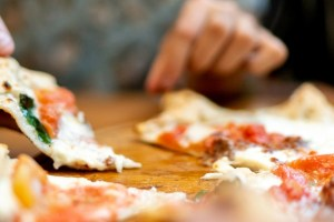 Λιγούρες για λιπαρά και junk food; Πώς θα ικανοποιήσεις την ανάγκη σου έξυπνα; - Shape.gr