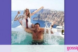Σοφία Μαριόλα: Απόλαυσε το πρωινό της στη Σαντορίνη, topless στην πισίνα!